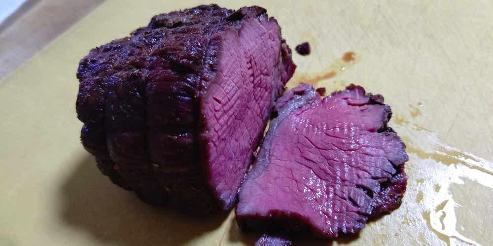 ローストビーフの艶めかしい赤色